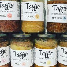 Vendita alimenti per cani e gatti-servizio catsitter Bergamo